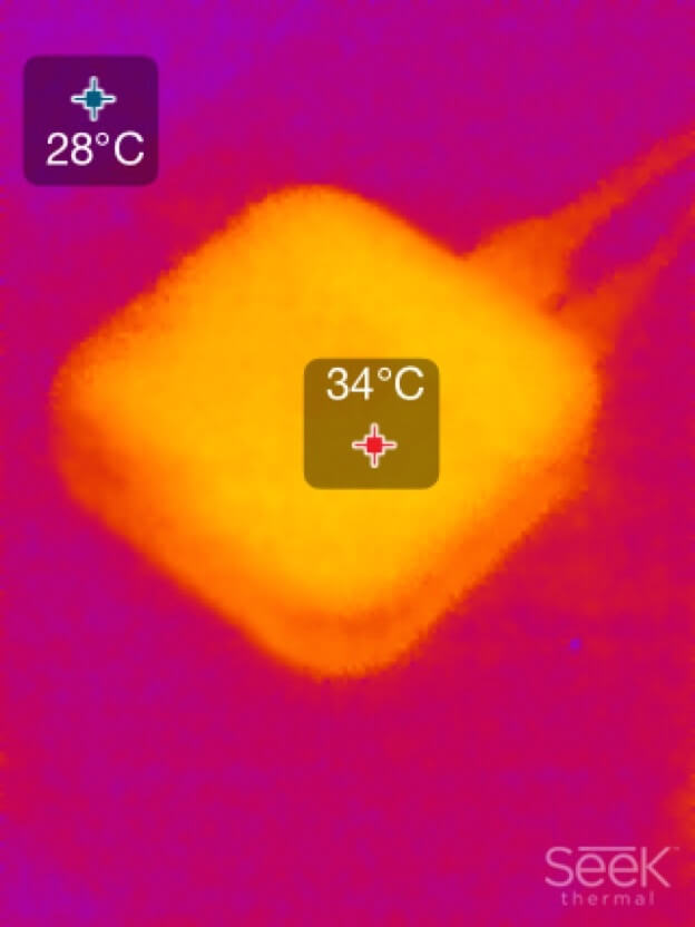 Apple TV im Standby-Betrieb Wärmebild (Seek Thermal XR)